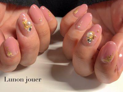 透明感のある色気爪でとことん女子な指先